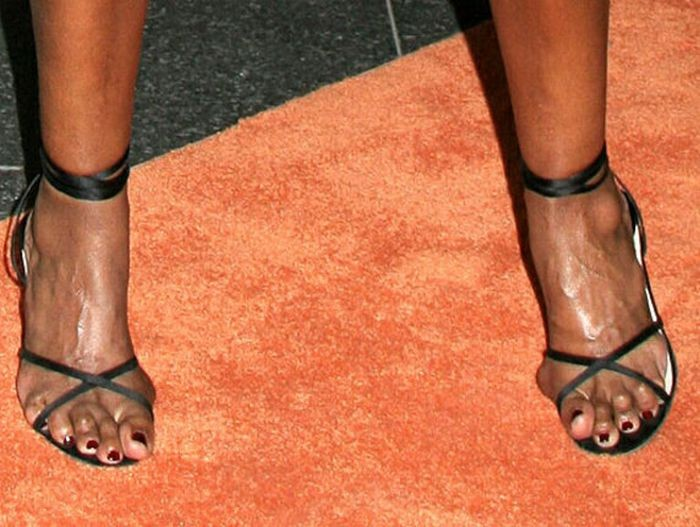 STOP…Hammertime: 15 Stunning Celebs With Ugly Feet [Photo ...
